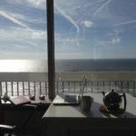 Schreibtisch vorm Fenster in Zandvoort