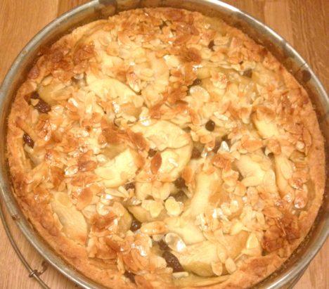 Apfelkuchen glutenfrei mit Mandeln aus dem Ofen